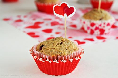 pomegranate chia seed muffins | roxanashomebaking.com