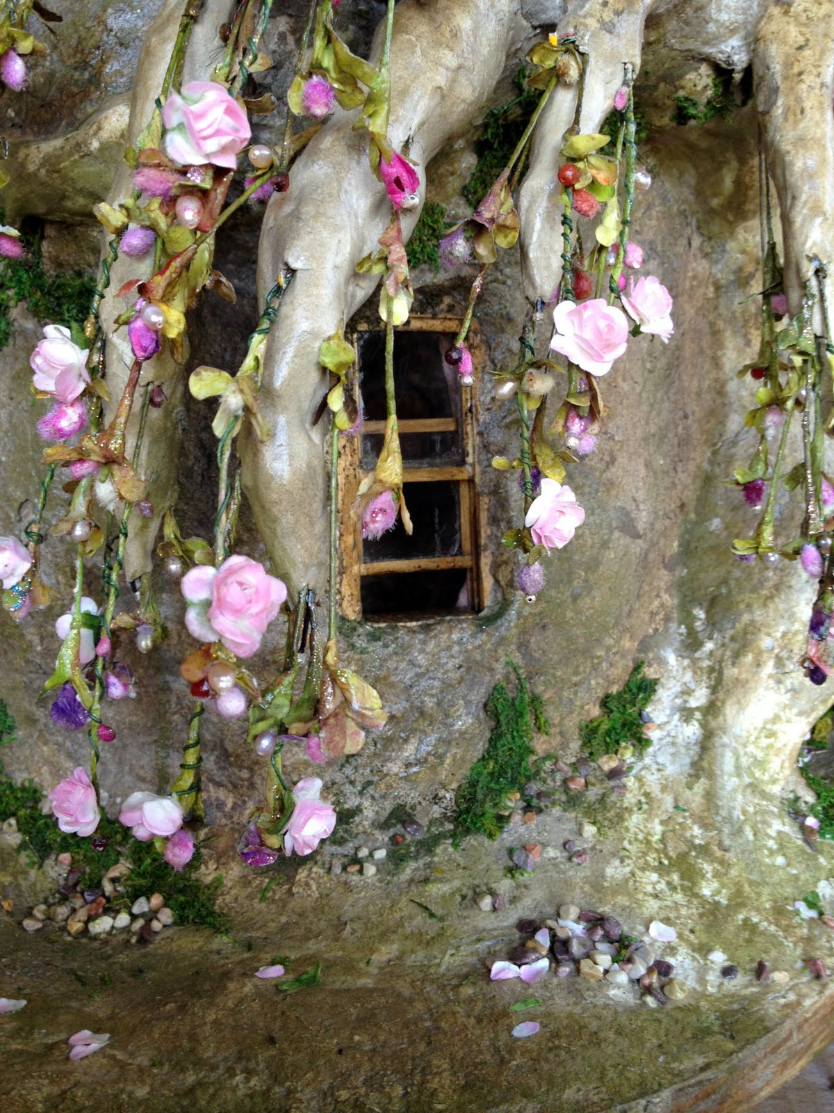 Gnome Tree Stump Home: Tutorial: Fairy House Tree Pt. 15