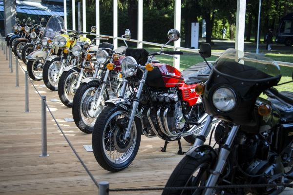 P90206229 lowRes concorso deleganza v Καλλιστεία για ιστορικά αυτοκίνητα και κορυφαίες μοτοσυκλέτες στις όχθες της λίμνης Κόμο