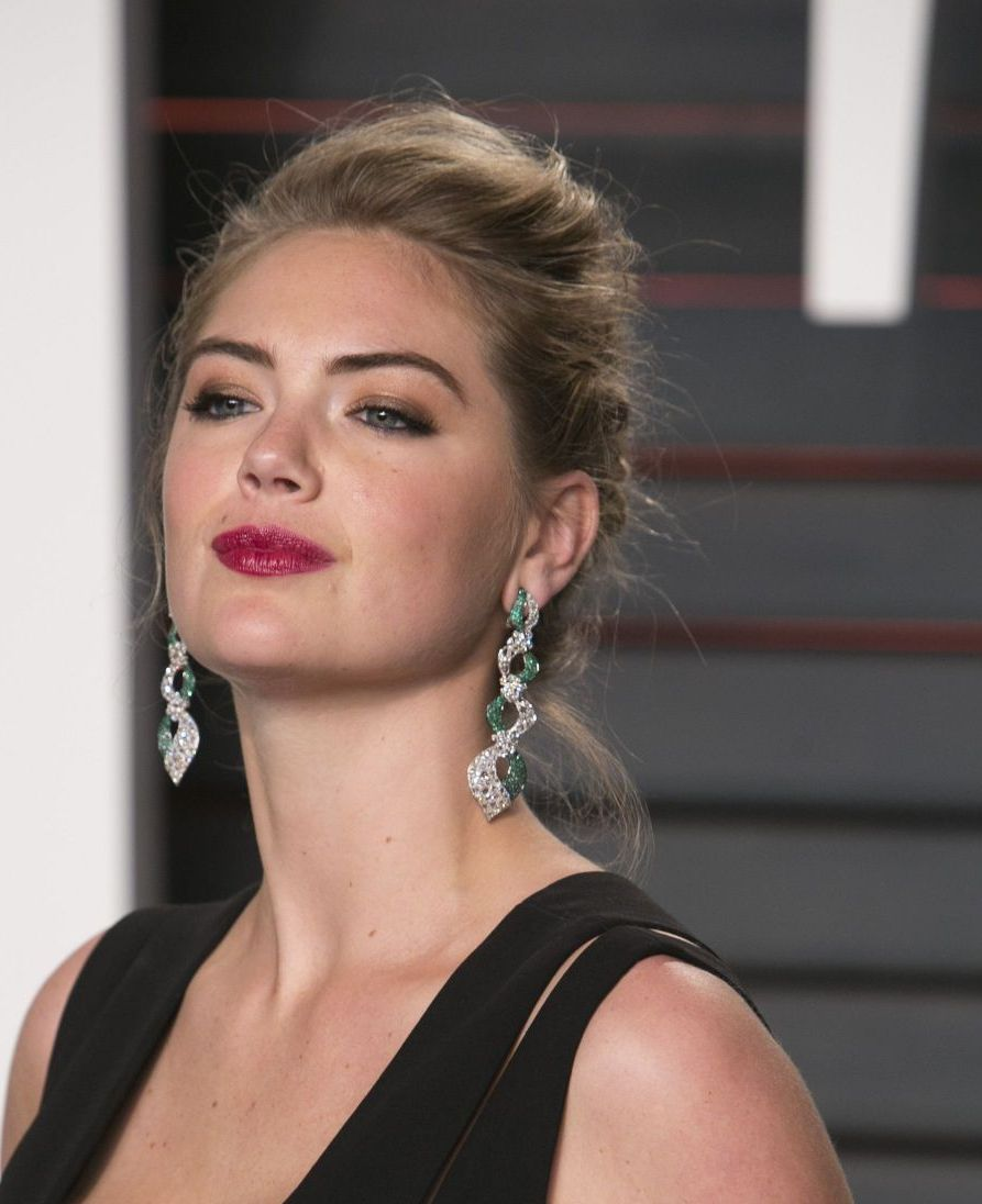 The Disaster Artist actress Kate Upton at Vanity Fair Oscar 2016 Party in Beverly Hills