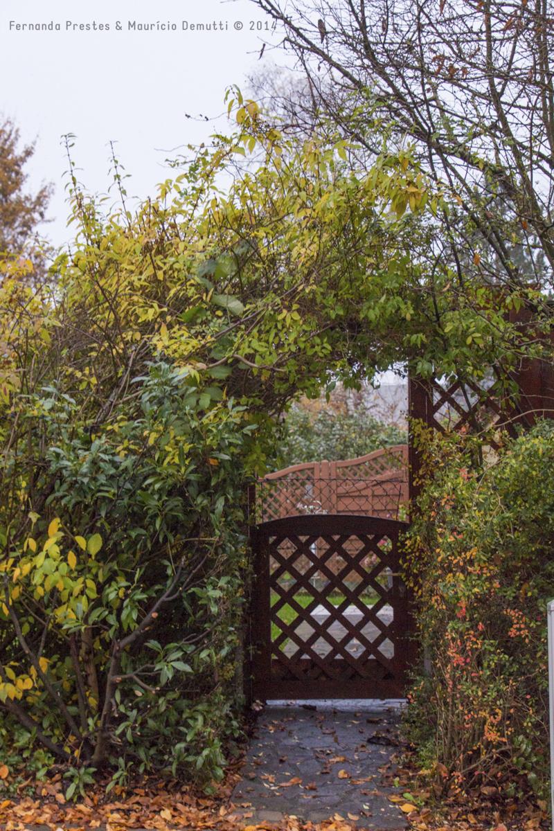 portão e folhas