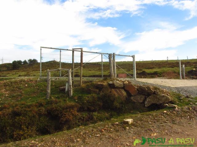 Portilla de acceso a la cima de la Vaga