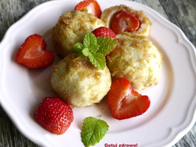 Grysikowe knedle z truskawkami  - Czytaj więcej »