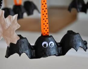 http://www.zonamanualidades.com/2012/10/02/tutorial-murcielagos-con-hueveras-halloween-2012/