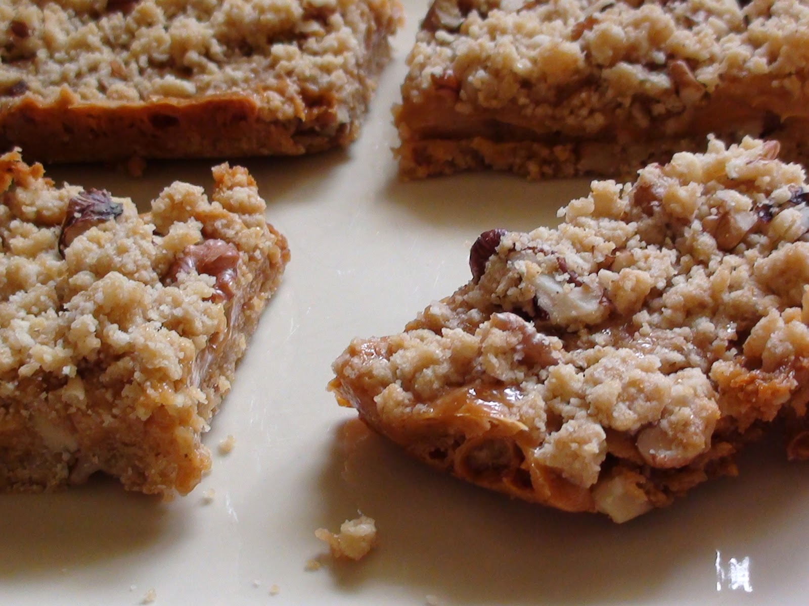 zsuzsa is in the kitchen: CARAMEL WALNUT BARS