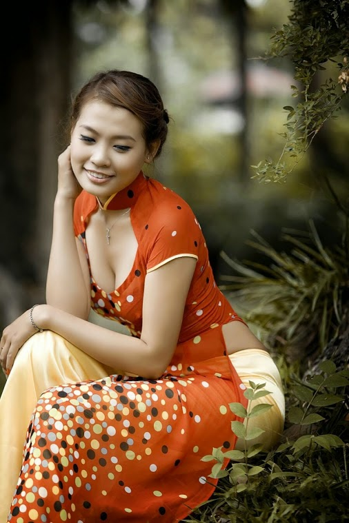 Vietnam's long dress looks also very sexy