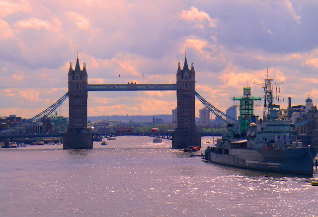 Tower Bridge i London