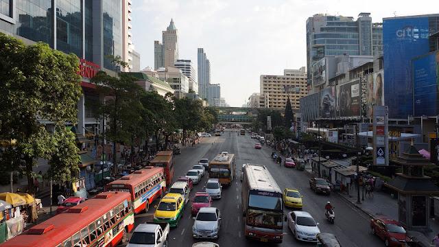 Изображение улицы Ratchadamri в Бангкоке
