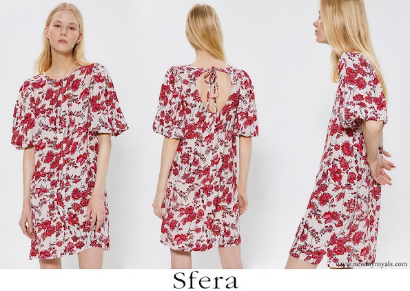 Princess Leonor wore SFERA Wide-fit printed dress