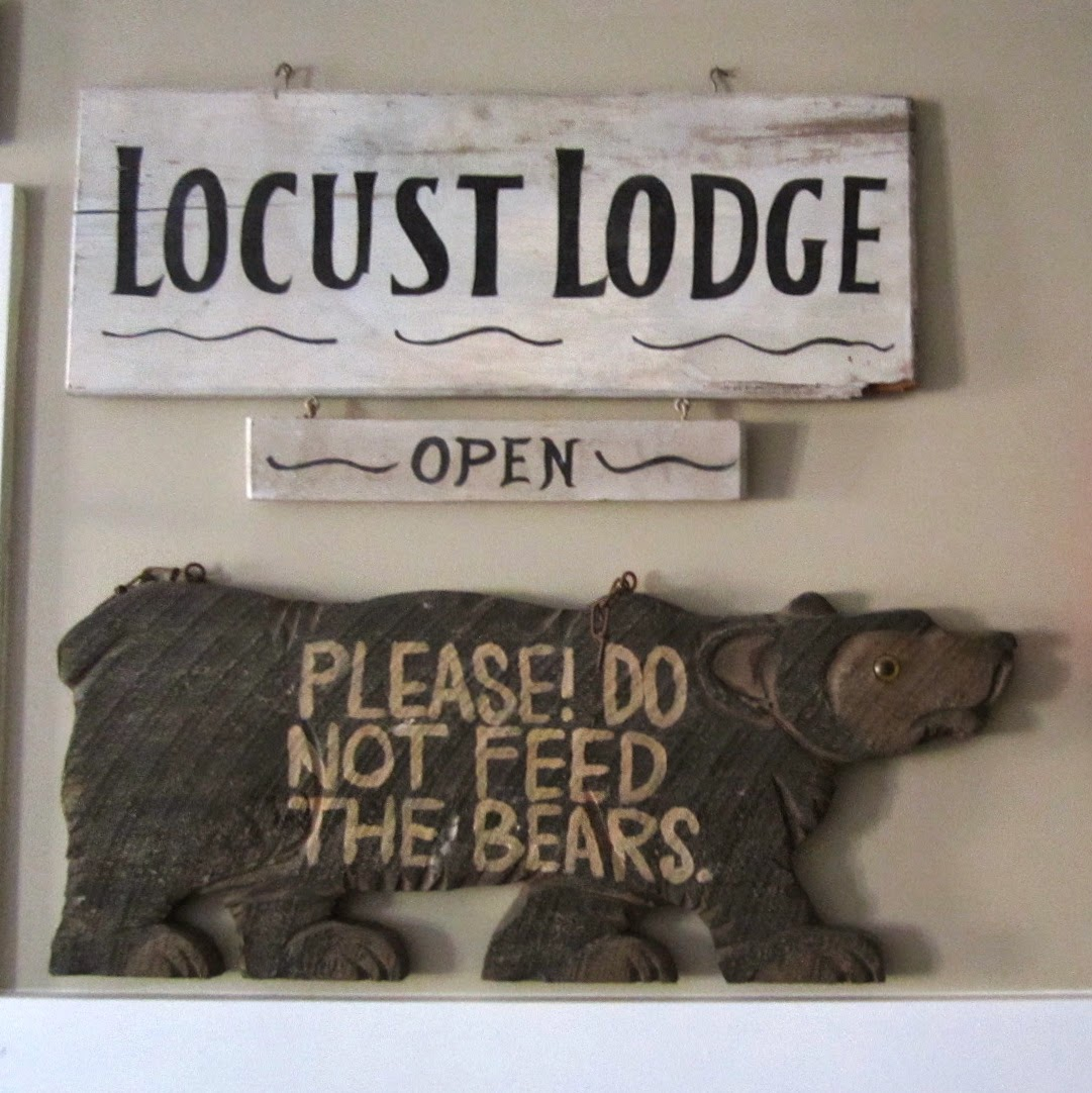 Locust Lodge sign