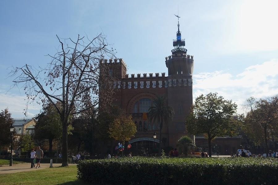 3匹のドラゴンのお城(Castell dels Tres Dragons)