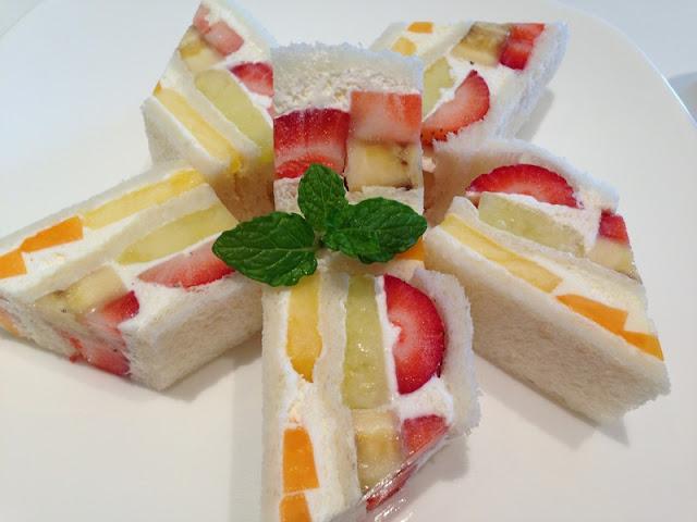 http://www.indianlazizkhana.com/2016/07/taste-fruits-sandwich-recipes-in-hindi.html