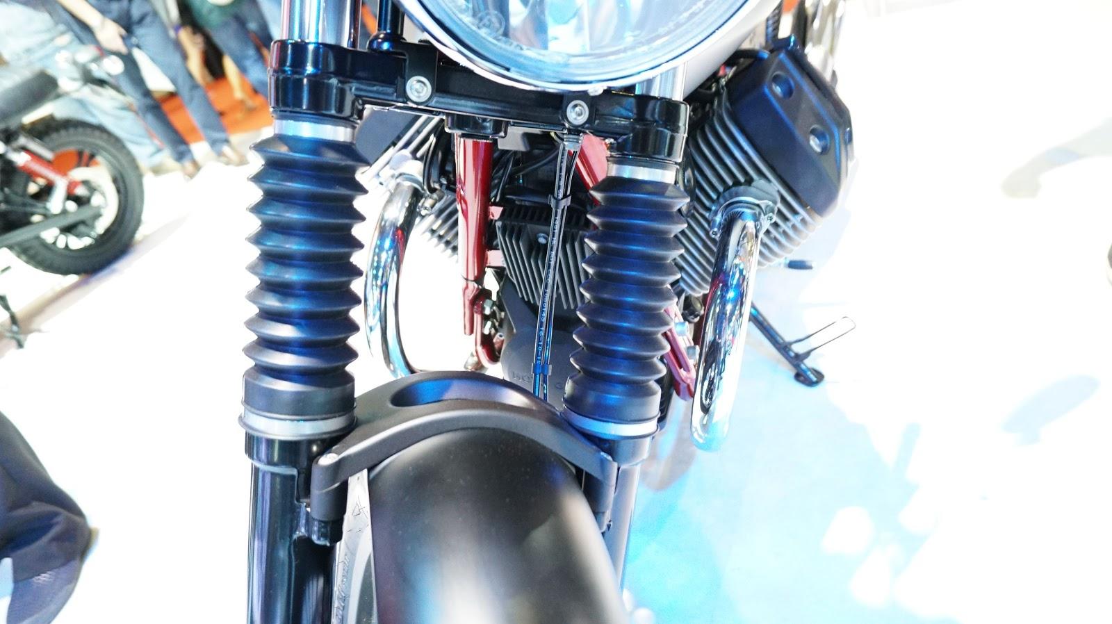 Hệ thống giảm sóc giảm chấn thủy lực của Moto Guzzi V7 II giúp xe hoạt động cực kỳ êm ái
