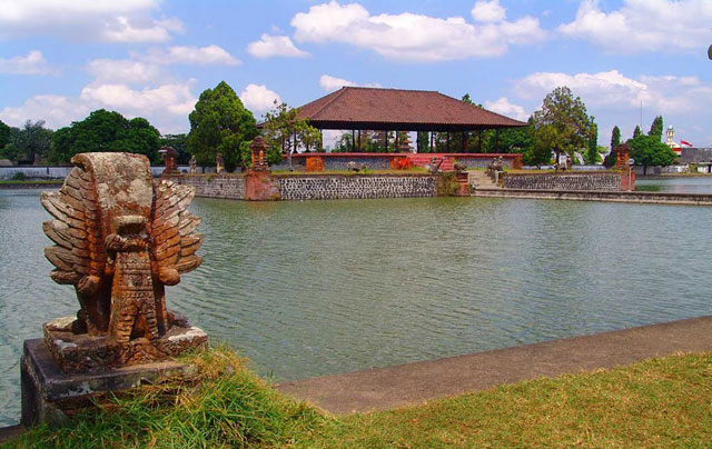 Pura Taman Air Mayura