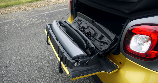 Smart ForTwo Cabrio roof spars stowed in the bootlid
