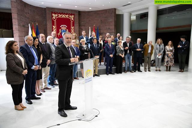 El Gobierno canario y treinta colectivos institucionales, sociales y económicos rubrican el Pacto que marcará la hoja de ruta de las políticas autonómicas de vivienda durante la legislatura