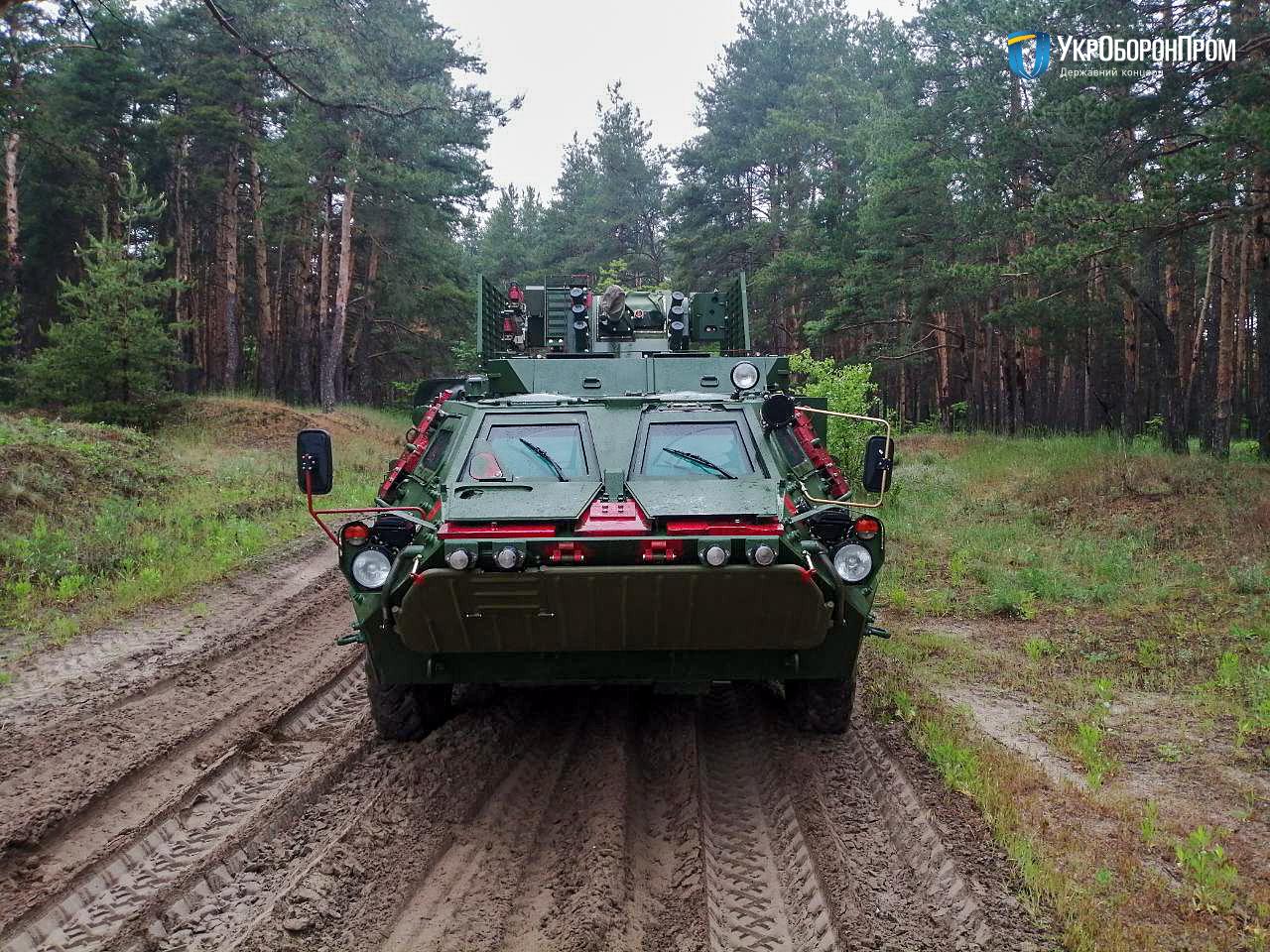 ХКБМ передало Збройним Силам чергові п'ять БТР-4