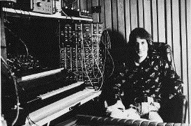 Larry Fast en el Synergy Studio en 1976 durante la grabación de Sequencer