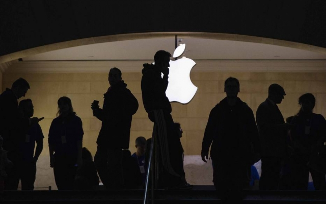 A Apple abriu sua primeira loja no sudeste da Ásia, atraindo centenas de fãs entusiasmados para o distrito comercial da cidade