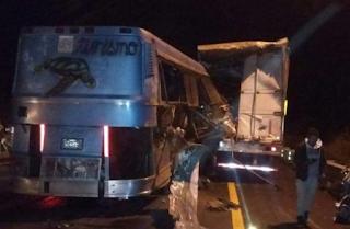 Accidente entre autobús y tráiler deja cuatro muertos en Maltrata Veracruz
