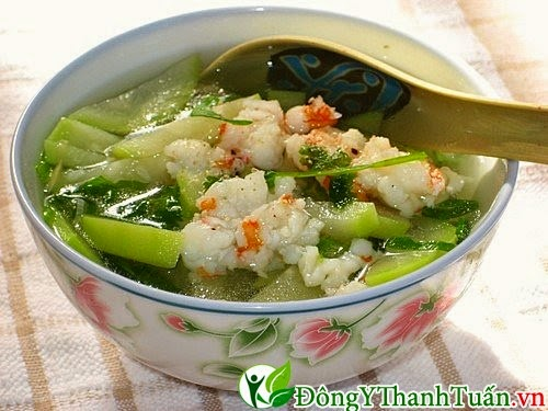 Món ăn mát gan - Canh tôm nấu bầu