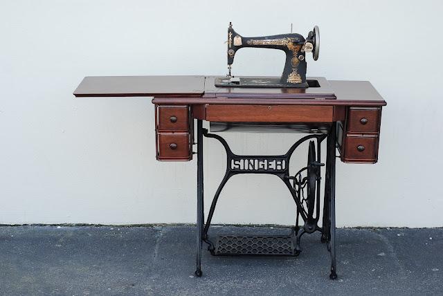 1911 Singer Sewing Machine