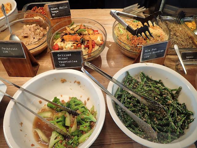 バリ島スミニャックのレストラン・カフェ、ワルン・カズ(warung kzu)