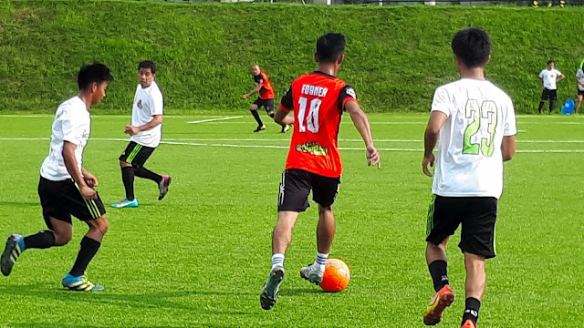 Mentors FC in action against FC Reigning Kickers.