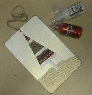 Endnu et juletræs TAG pyntet med strimler, 2 farver Stickles og gl. bogpapir