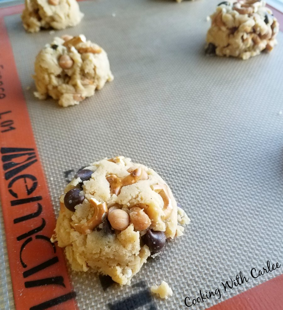 Cooking With Carlee: Kitchen Sink Cookies - A Panera Copycat Recipe