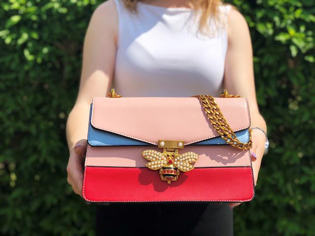 STYLIZACJA z kolorową torebką i luźnymi spodniami