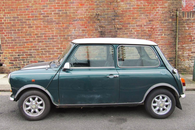 vintage car spotting in streets of london austin mini cooper s. Black Bedroom Furniture Sets. Home Design Ideas