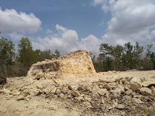 Tambang batu di area pindul