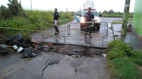 GCM interdita via após estragos causados pela chuva associados à falta de manutenção no bairro Fluminense