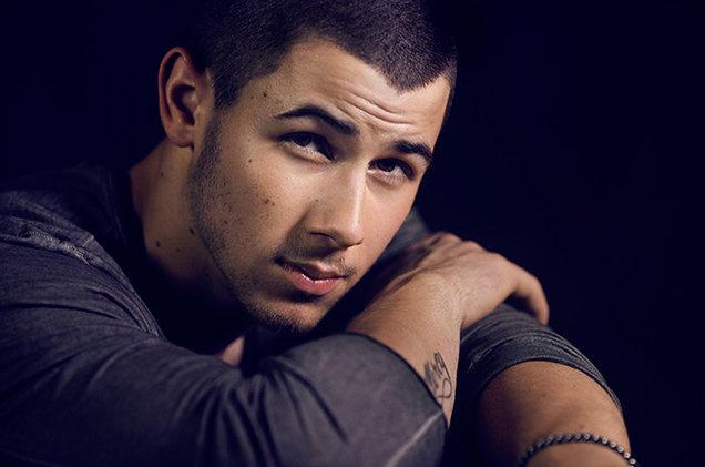 "Escucha ""Champagne Problems"", nueva canción de Nick Jonas."