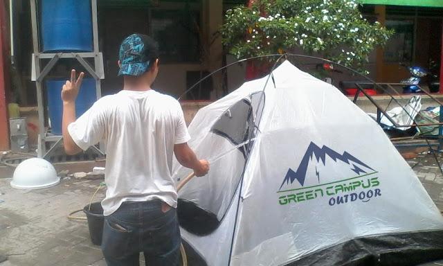 Membersihkan Tenda Camping