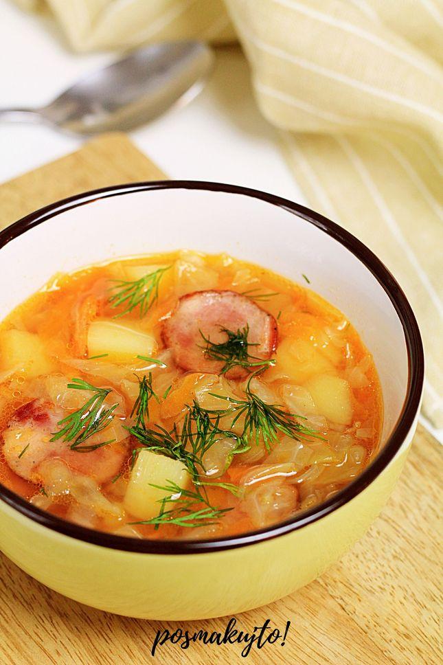 kapusniak-z-mlodej-kapusty-z-kielbasa-koperkiem-i-przecierem-pomidorowym