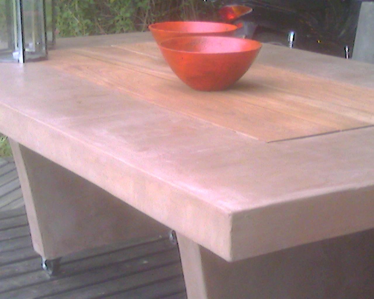 Mesa de cemento con ferrite marron y madera dura Medidas