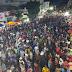 Uma multidão lotou a avenida para curtir o show do Trio e Banda Asas da América
