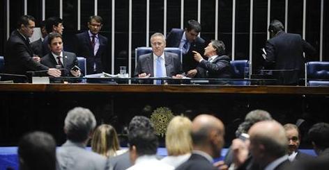 Senado aprova em 1º turno cláusula de barreira e fim de coligações
