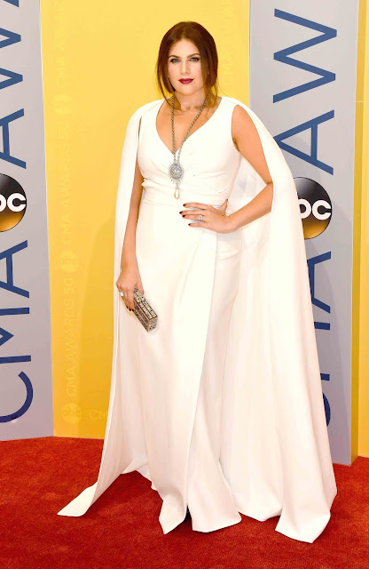 CMA, Hillary Scott, red carpet