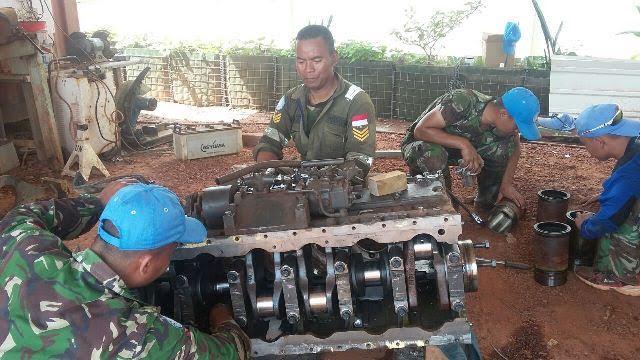 Kontingen Garuda Perbaiki Spare Part Alat Berat Bull Dozer di Afrika