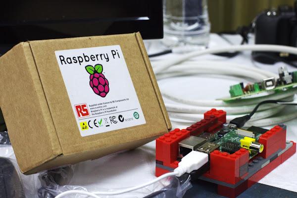 一塊裝在樂高積木上的 Raspberry Pi,Ayaita 分享,CC by 3.0