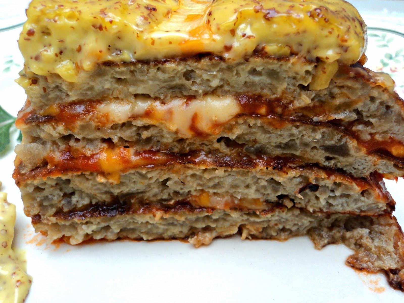 pastel-tortillas-berenjenas-mahonesa-mostaza-corte