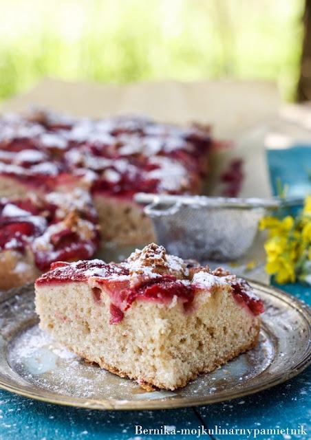 ciasto, orkiszowe, bernika, rabarbar, truskawki, deser, kulinarny pamietnik