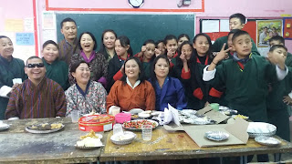 Group photo of students and teachers in the classroom