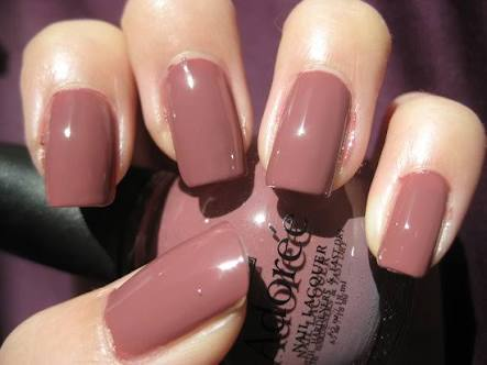 Its A Mixed Shade Of Brown Peach And Pink It Doesnt Scream Attention But Looks Sophisticated Elegant