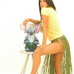 Andrea Rincon, Selena Spice Galeria 13: Hawaiana Camiseta Amarilla Foto 17