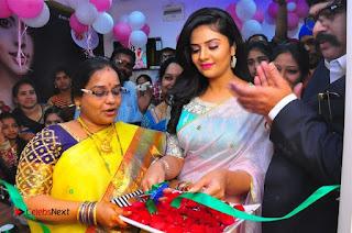 Sreemukhi Launches Manvis Saloon  0029.jpg
