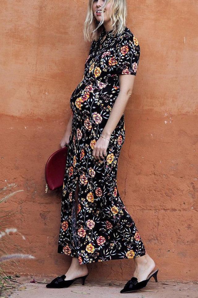 1b1549e406d69 ... ملابس للحمل عصرية وأنيقة ومواكبة لصيحات الموضة، لذا جمعنا لكِ أحدث  إطلالات البلوجرز الحوامل استلهمي منهم لتنسيق ملابسك في الأشهر الأخيرة من  الحمل.